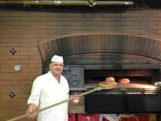 Thorsten Büsing z kawiarni RatsCafe Edewecht w Niemczech stawia na tradycyjne procesy pieczenia i naturalne dodatki. Przy wyborze wody jest bardzo wymagający i dla niego wchodzi w rachubę tylko woda GRANDERA®.